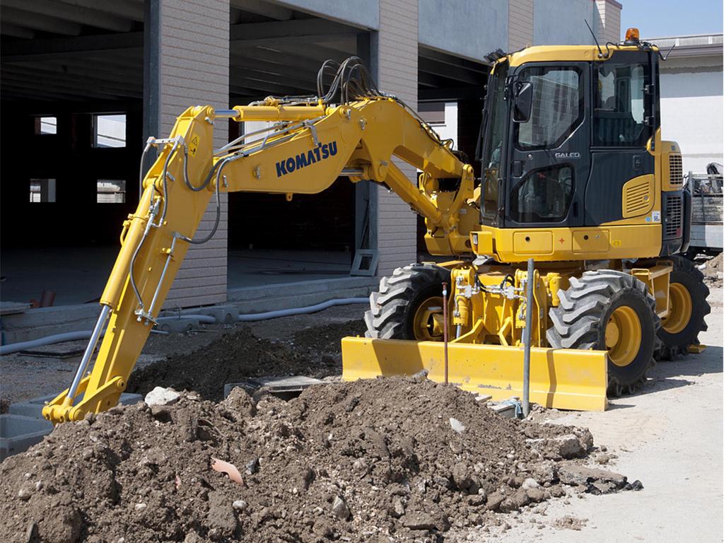 9 Ton Wheeled Excavator Hire b
