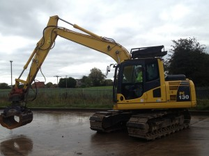 Thirteen ton excavator with selector grab