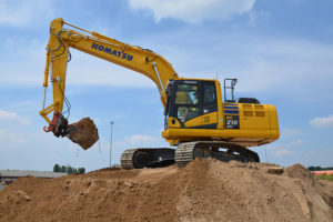 PC210LCi Intelligent Excavator Hire 1