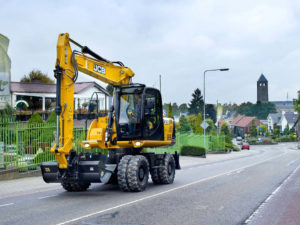 14 Ton Wheeled Excavator Hire b