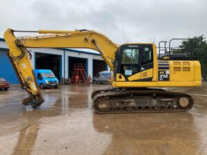 Komatsu PC210LC 11 digger for sale K70804 1