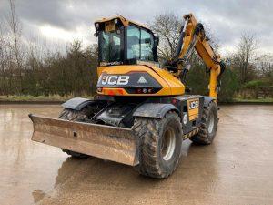 Wheeled excavator for boggy ground
