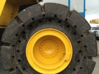 Komatsu WA380 contract hire with solid tyres